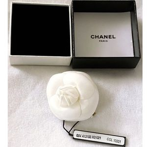 NWT Chanel Authentic White Camellia Flower Pin